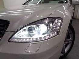 バイキセノンヘッドライトはヘッドライトウォッシャー付。LEDポジショニングライト&ドライビングライト!