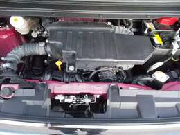 ご納車の前にサービス工場で点検整備(法定12ヶ月点検)を行い、エンジンオイル・オイルフィルター・ワイパーゴムなどを交換いたします