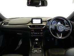 スポーティーでスタイリッシュなインパネまわりです。開放感あふれる広い室内です。ゆったり運転できますよ♪スッキリとした印象の運転席まわりでストレスの少ない運転ができそうですね!