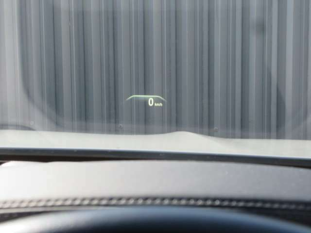 ヘッドアップディスプレイは視線の移動が少なくなるので安全運転につながります。