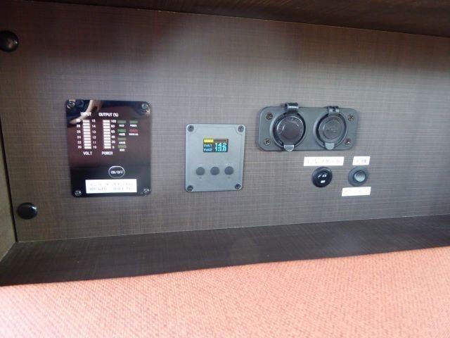 電圧計(12Vシガーソケット・USB)