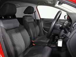 乗降しやすく、ロングドライブでも疲れにくいフォルクスワーゲン独自のシート。