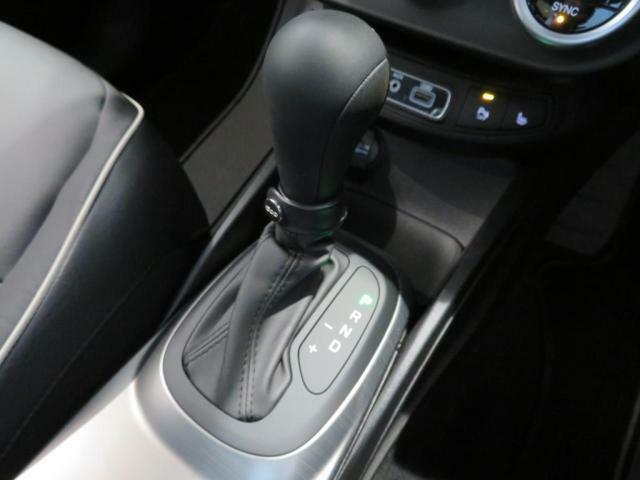 MTモード付6速デュアルクラッチオートマトランスミッションが生み出すドライビングフィールをお楽しみください。
