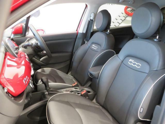 ブラウンレザーシートにはパワーシートやシートヒーターも搭載されております。