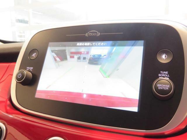 バックカメラに加え、CarPlay&AndroidAutoも搭載されております。