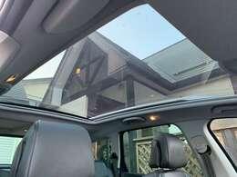 パノラミックルーフ装備車です♪ガラス面積も広いので開放感◎ですね♪