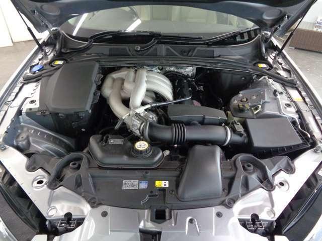 しなやかに吹け上がる3.0リッターV6エンジン!