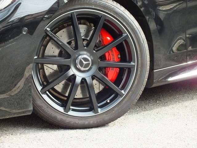 AMG鍛造20インチアルミホイール、レッドブレーキキャリパー、AMG強化ブレーキ