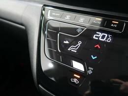 【オートエアコン】が装備されております。ボタンひとつで車内が快適温度です。