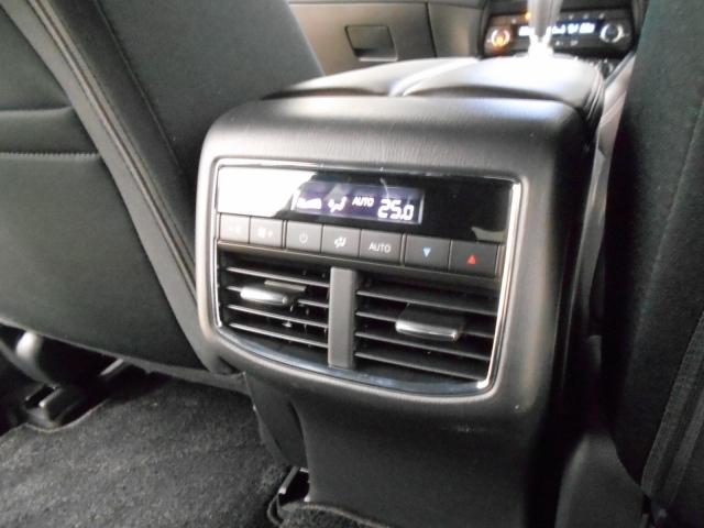後席用の空調スイッチを装備!室内の温度設定を後部座席からでも出来るのは嬉しいですね♪