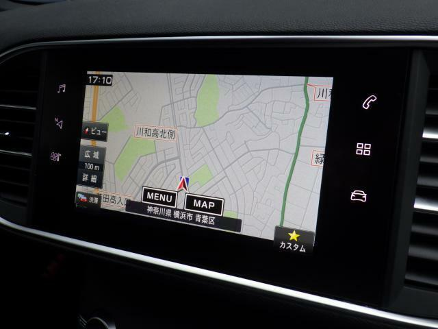 オーディオ機能エアコン設定等がタッチスクリーン画面一つで可能になります。ドライバーが操作しやすいように、ややドライバーの方向に角度が傾いているのも魅力的です。