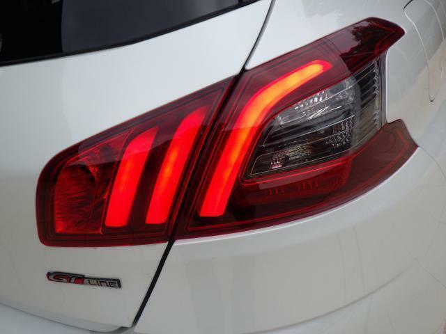 ライオンの爪痕をイメージしたデザインが特徴のテールランプです。LEDが採用されおしゃれなリアビューになります。