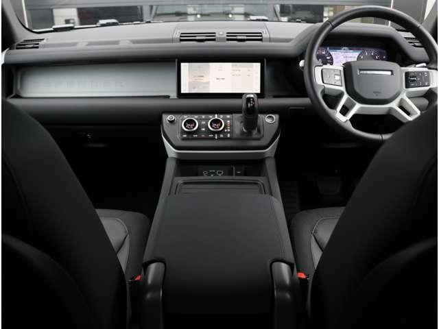 フロントシートヒーター(運転席&助手席)、アームレスト付きセンターコンソール