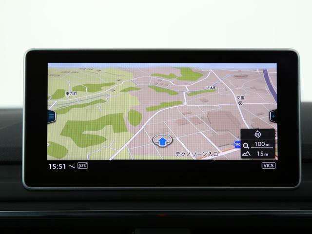 マルチファンクション付革巻きステアリング…オーディオ操作をはじめ、平均燃費や平均速度を含めた車両情報の確認・ブルートゥースオーディオ・電話の操作を行えます