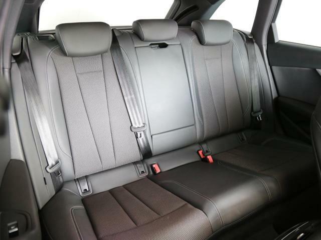 大人が乗ってもゆったりできる後席スペースです。長距離の移動でも快適にお過ごし頂けます。