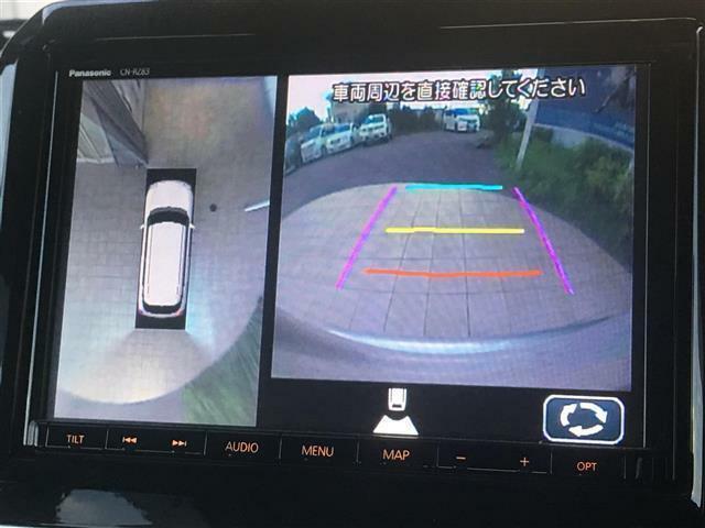【全方位カメラ】クルマの真上から見ているかのような映像によって、周囲の状況を知ることで、駐車を容易に行うための支援装置