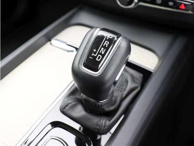 ドライバー自身の意思でシフトチェンジできるマニュアルモードも備えています。状況に応じてパワートレーンの特性を変更できるドライブモード・セッティングと併せ、意のままの走りをお楽しみください。