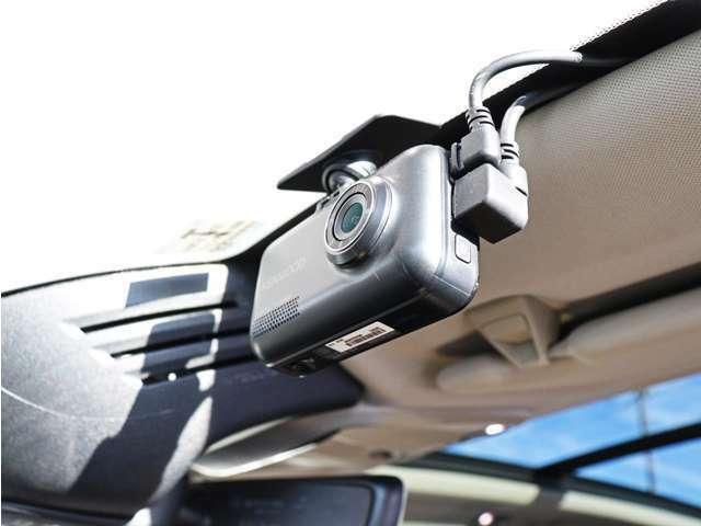 フロントとリアにドライブレコーダーを装備しております。