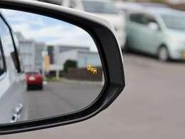 【 MOP ブラインドスポットモニター 】隣の車線を走る車両をレーダーで検知、確認しにくい後側方エリアに存在する車両に加えて、急接近してくる車両も検知!車両を検知したらLEDインジケーターが点灯します。