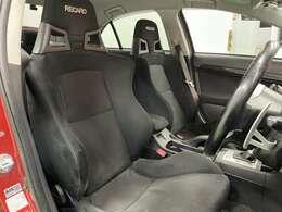 フロントシート/レカロシートです!長時間運転していても疲れにくいシートのためドライブなどが快適です!