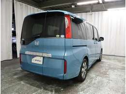 リヤ5面はプライバシーガラス☆強い日差しや車外の視線から室内を守ってくれます。