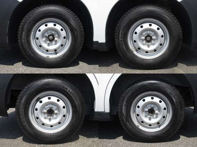 純正鉄ホイールが装着されています。タイヤブランドは、ダンロップです。タイヤサイズは、165R13 6PRです。スタッドレスタイヤです。