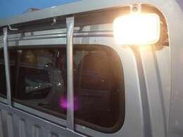 ◆4.夜間も荷台を明るく照らすスポットライト付!