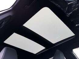【調光パノラマルーフ】車内に太陽の穏やかな光が差し込みます♪