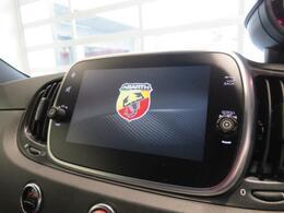 ANDROID AUTOまたはAPPLE CARPLAY対応ですのでスマートフォンやiPhoneの地図を表示させたり、音楽の再生やメールの閲覧なども可能です。