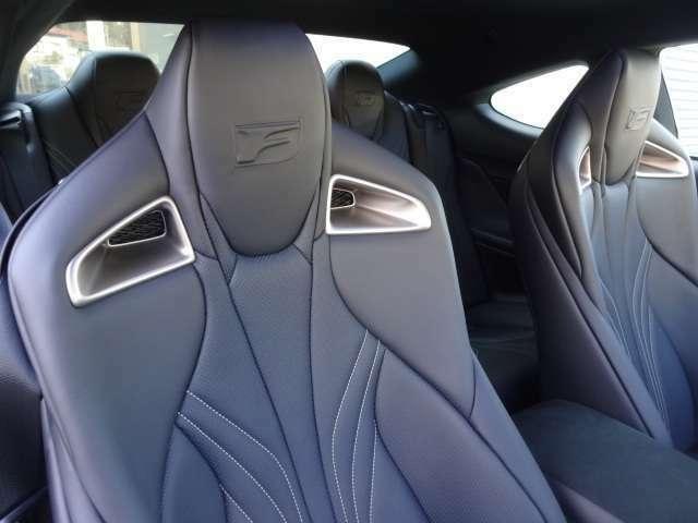 セミアニリン本革ハイバックスポーツシート+運転席・助手席ベンチレーション機能   メーカーOP 156600円