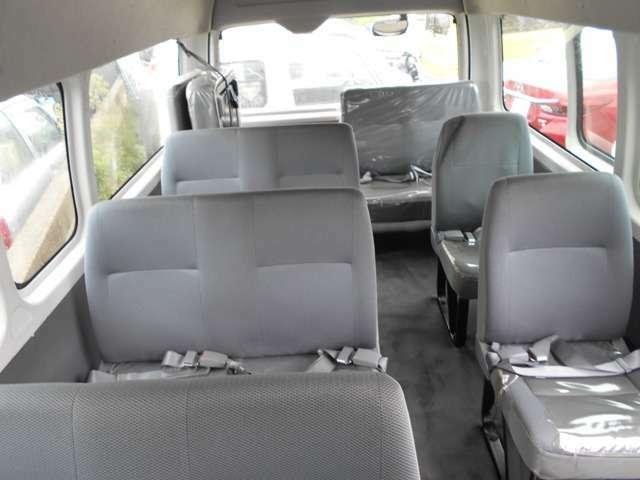 最後列シートは4人乗りシートです。
