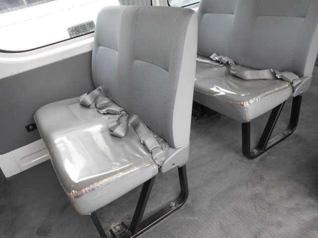 前列座席は、固定式でリクライニング不可となっています。