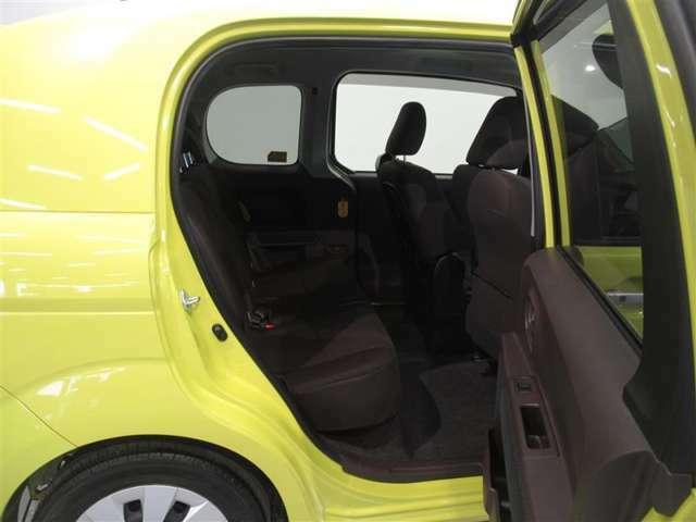 【リアシート】気になる汚れは「まるまるクリーニング」で解消!当社のU-Carはシートを外して隅々までキレイにクリーニングしてあります。後部座席も快適にご乗車頂けますよ。