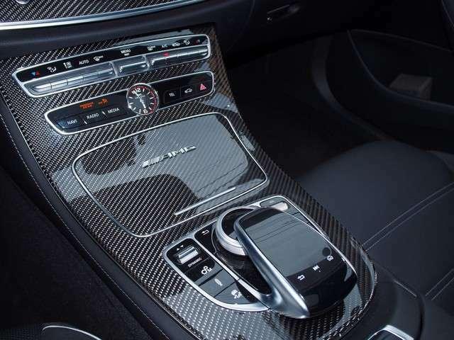 フルカーボン内装です。新車時デーラーオプションとなっております。