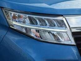 【LEDヘッドライト】LEDで暗闇を照らしてくれます!「長寿命」「省電力」「最大光量までの点灯速度が早い」という3つのメリットで人気が高いです!