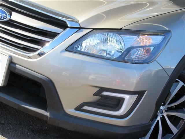 発光色が太陽光に近い「白」でとても明るい、HIDヘッドライトを採用。夜間でも快適なドライブをお楽しみいただけますよ。