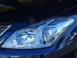 ヘッドライトも透明度が高く綺麗です。