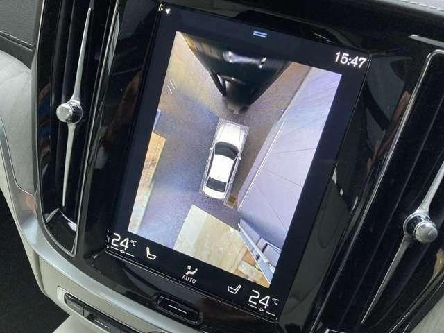360°ビューカメラ!周囲4つのカメラを使用し、真上から見下ろしているような画像を作成し、駐車を支援します。