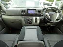 Wエアバッグ/ABS/インテリジェントキー×2/イモビライザー/電動格納式ドアミラー/純正ビルトインETC/純正ドライブレコーダー/フロントエアコン/リヤクーラー/リヤヒーターが装備されています。