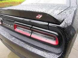 4WDはリアスポイラーにエンブレム付きます