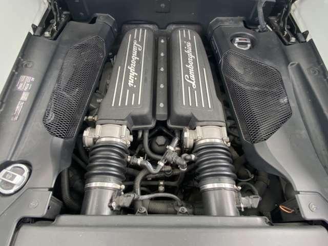 V型10気筒DOHC40バルブ