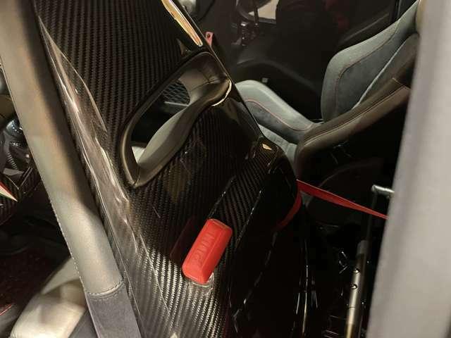 シート裏面はカーボンです!