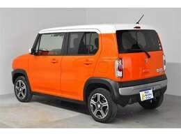 ボディーカラーは鮮やかなオレンジです☆是非1度実際にお車をご覧い頂ければと思いますので宜しくお願いします