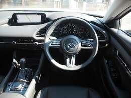 人間(ドライバー)中心で考えられたコクピットは運転中でも視線移動で直感的に情報を確認しやすくくなっています。