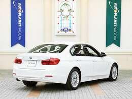 BMW3シリーズセダンは1975年にデビュー。こちらのモデルは6世代目です。 ボディサイズは、全長4645mm×全幅1800mm×全高1440mm 車両重量は、1550kg