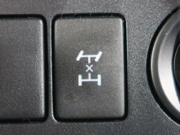 【センターデフロック】前後の駆動をロックすることができ、前輪や後輪がスタックした状態や浮いてる場合も脱出することができます。