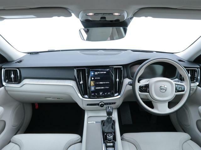 弊社デモカー2020年式現行モデルS60がテイラードダッシュボード、上質なファインナッパレザーのシート、ハーマンカードン搭載の上級グレードが入庫いたしました。内外装ともに状態も良好でございます。