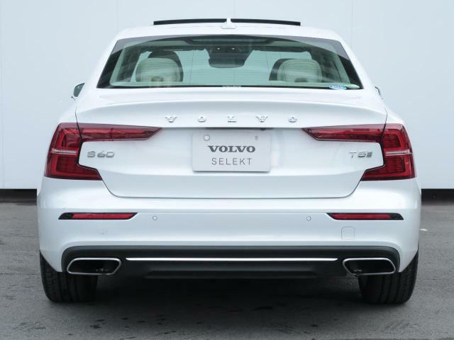 こちらの車輛には令和5年1月までメーカー保証が継続して適用され、当店を含む全国のVOLVO正規ディーラーにて保証対応が可能です。また、メンテナンスプログラム(VSP)も継続して適用可能です。