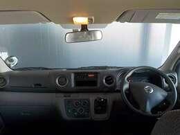 シンプルに機能的な車内