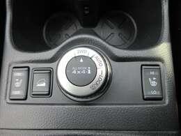 4WDシステム♪ 手元のスイッチにて、2WDと4WDの切り替えが可能になります♪ 運転席、助手席共にシートヒーター機能も搭載しております♪
